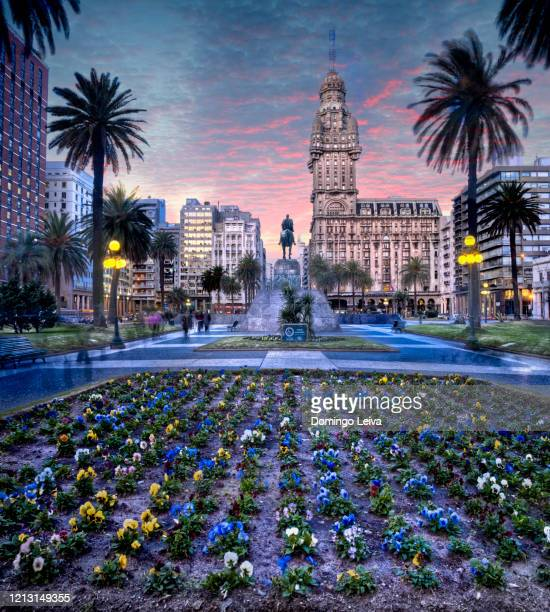 plaza independencia, in montevideo uruguay - uruguay stock pictures, royalty-free photos & images