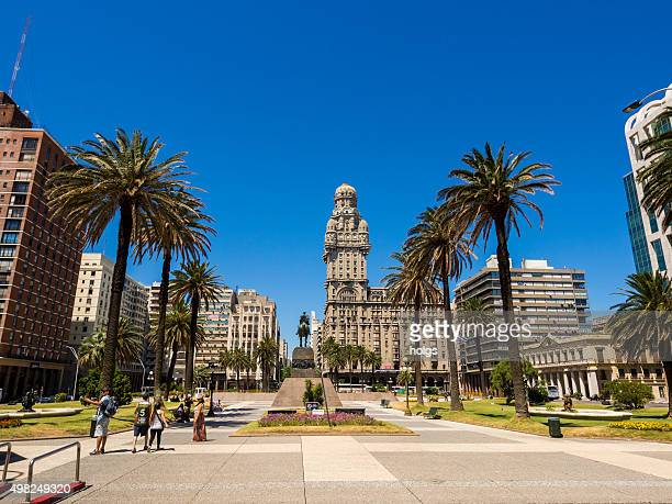 plaza independencia in montevideo, uruguay - montevideo stock pictures, royalty-free photos & images