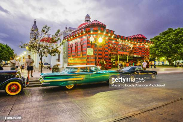 plaza las delicias, classic cars and parque de bombas building - square stock pictures, royalty-free photos & images