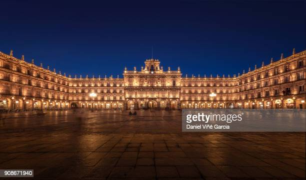 plaza mayor at night, salamanca, castilla y leon, spain. - サラマンカ ストックフォトと画像