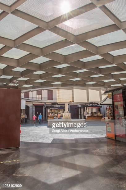 plaza redonda (round square) in valencia, spain - sergi albir fotografías e imágenes de stock