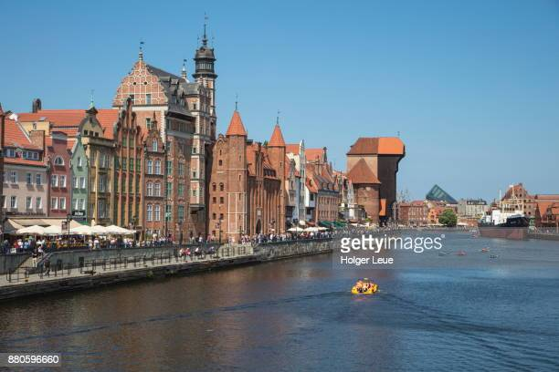 pleasure boat on motlawa river canal with old town buildings, gdansk, pomerania, poland - motlawa river stock pictures, royalty-free photos & images
