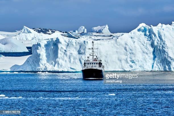 パラダイスベイ、南極でのプレジャーボートセーリング - 南極海 ストックフォトと画像