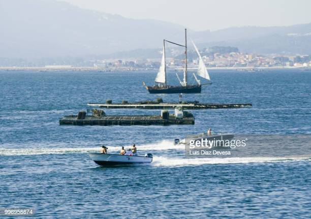 pleasure boats sailing among mussel beds (island of arousa) - cozza zebrata foto e immagini stock