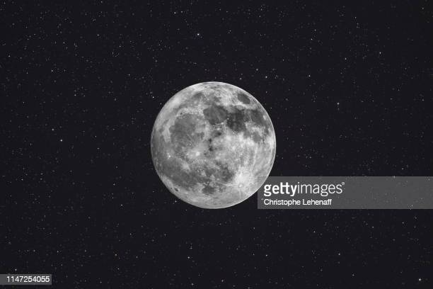 pleine lune et étoiles - moon stock pictures, royalty-free photos & images