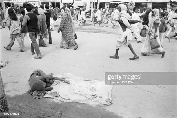 Pèlerins et gurus lors du pèlerinage hindou de Kumbh Mela en février 1977 en Inde