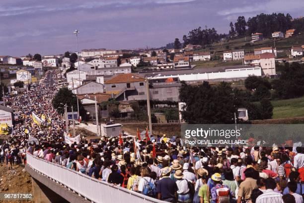 Pèlerins lors de la visite de JeanPaul II à SaintJacquesdeCompostelle le 21 août 1989 Espagne
