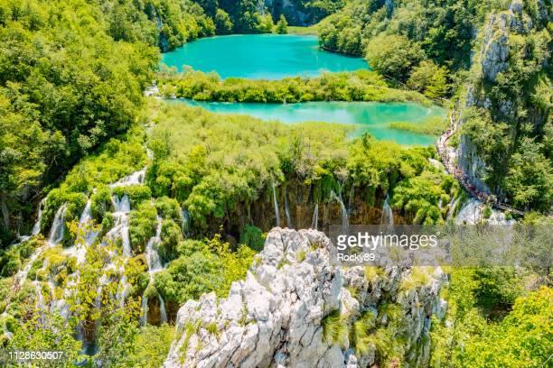 plitvicer wasserfälle, plitvicka jezera, nationalpark, kroatien - unesco welterbestätte stock-fotos und bilder