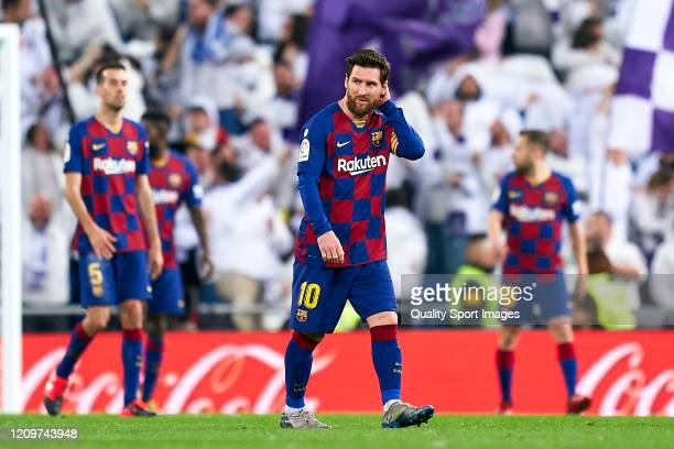 Pllayers of FC Barcelona reacts after conceding a goal during the Liga match between Real Madrid CF and FC Barcelona at Estadio Santiago Bernabeu on...