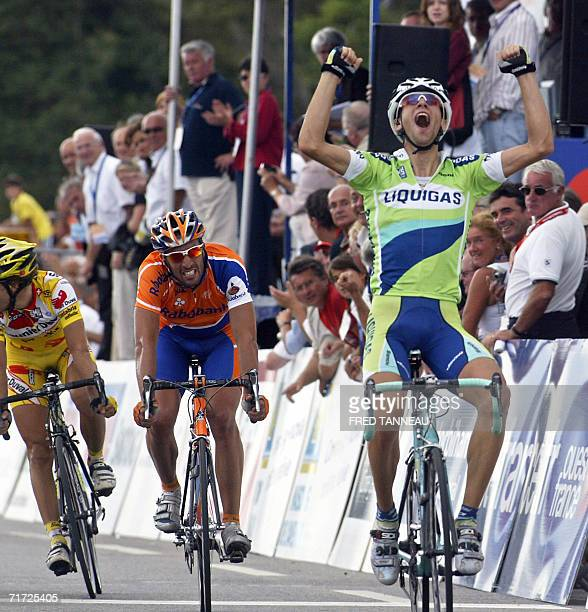 Italian Vincenzo Nibali raises his arms in victory as he crosses the finish line of the Grand Prix de Plouay cycling race 27 August 2006 in Plouay...