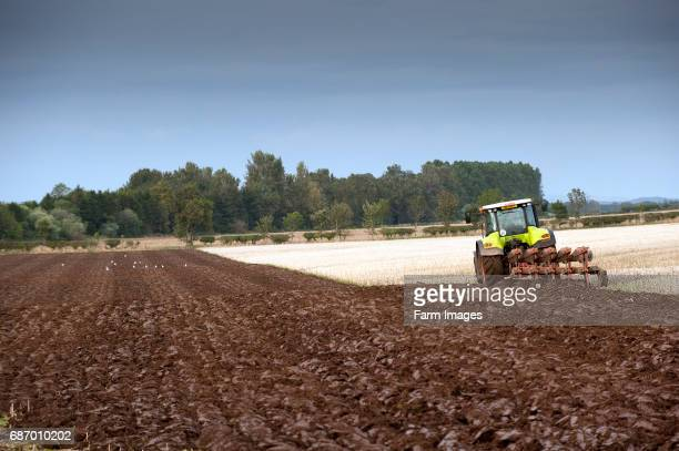 Ploughing in stubble using a Claas 640 Axion and a 5 furrow reversible plough