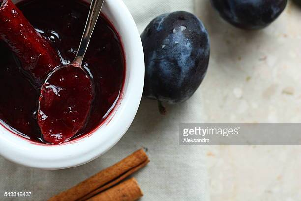 Plum chutney with cinnamon