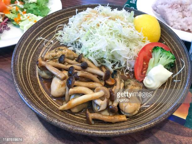 plump oysters sautéed in butter and soy sauce - shimeji mushroom stock pictures, royalty-free photos & images