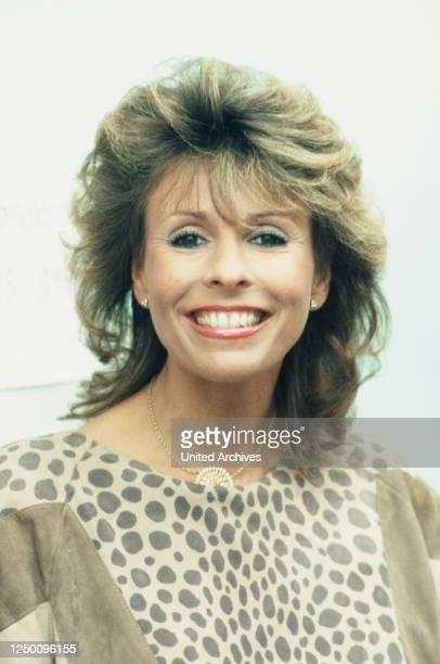 Plus TV-Show Unglaubliche Geschichten - Oktober 1984 - Die deutsch-britische Schlagersängerin Ireen Sheer, Hypnose Showact, RTL plus TV-Show...
