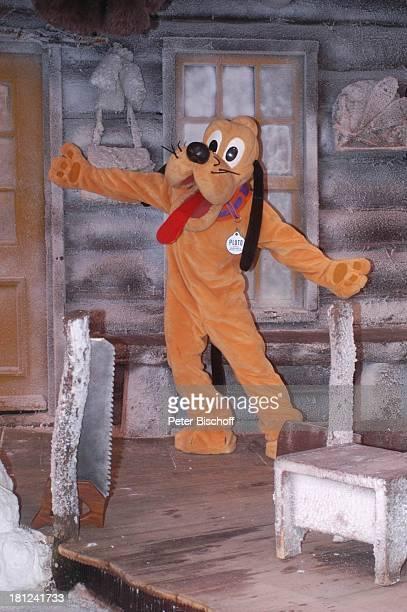 Pluto 'Mickeys Winter Wonderland' Show 'Disneyland Park' 'Disneyland Resort Paris' Paris/Frankreich Europa Haus Hütte Blockhaus Schnee Eis...