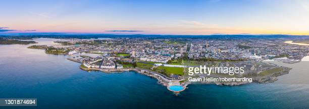 plymouth, city skyline, hoe park and lighthouse, plymouth sound, devon, england, united kingdom, europe - gavin hellier stock pictures, royalty-free photos & images