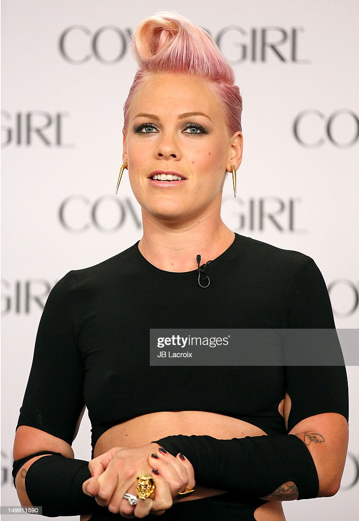 P!nk Makes Special Announcement For Her Newest Project - Santa Monica, CA : News Photo
