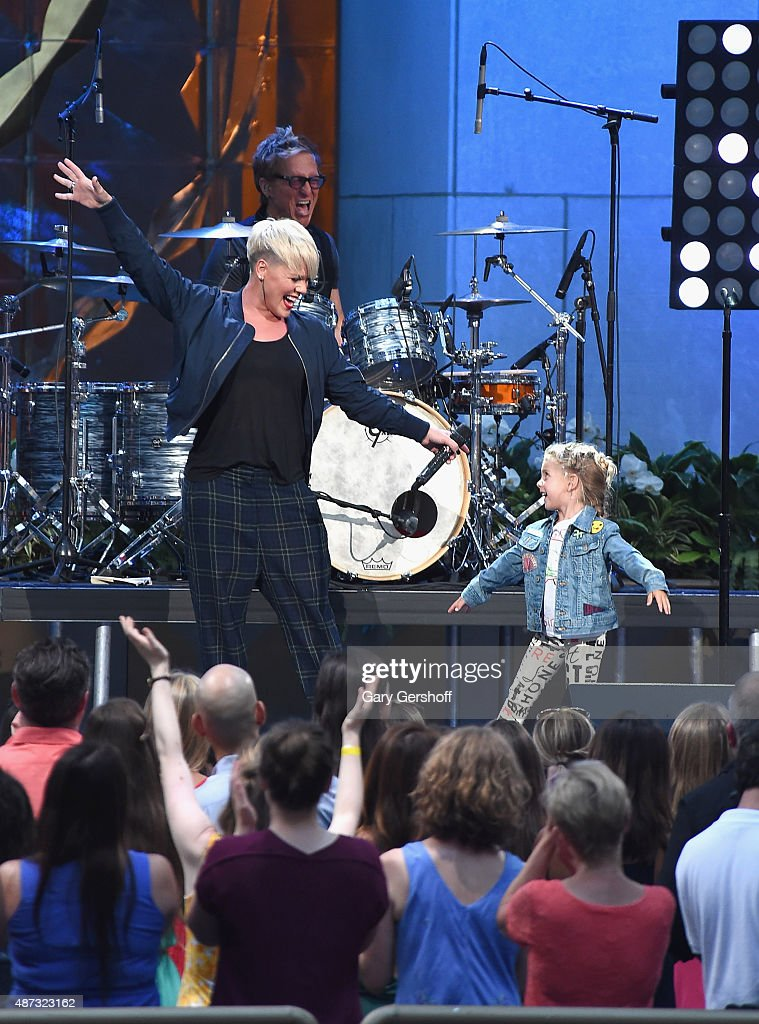 """The Ellen DeGeneres Show"" Season 13 Bi-Coastal Premiere : News Photo"