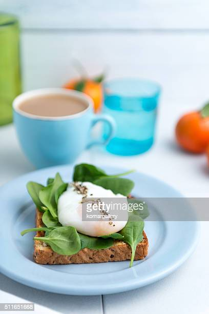 poached egg and spinach toast