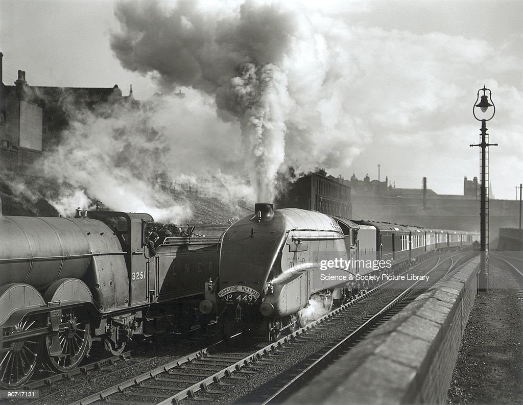 Pochard steam locomotive hauling the Yorkshire Pullman, c 1930s. : News Photo