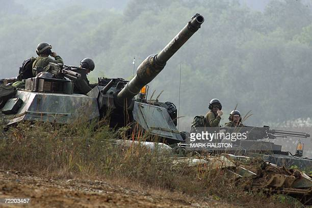 US M1 Abraham tanks during a mechanized military exercise at the Yeongpyeong River in Pocheon near the DMZ 18 October 2006 between the two Koreas US...