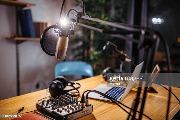 podcast studio - sound recording equipment stock pictures, royalty-free photos & images