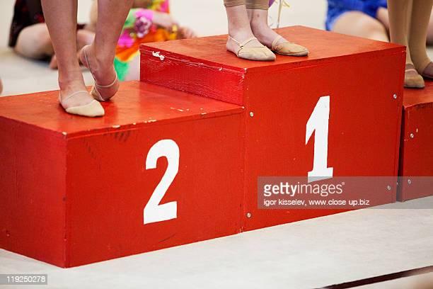 podium - winners podium stock-fotos und bilder