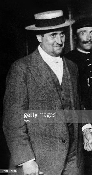 Poet Guillaume Apollinaire arrested for the theft of the Mona Lisa he's with a policeman and had handcuffs 1912