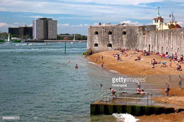 point battery in portsmouth - portsmouth england stock pictures, royalty-free photos & images