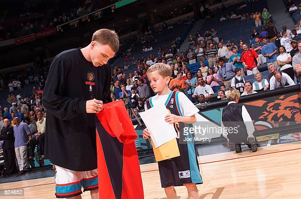 Point guard Jason Williams of the Memphis Grizzlies signs a jersey for a fan before the NBA game against the San Antonio Spurs at The Pyramid Arena...