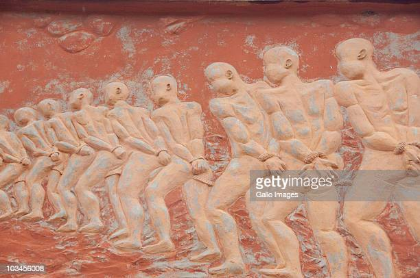 point of no return monument detail, infamous gateway of slavery, route of slaves (route des esclaves), ouidah, benin - sklavin stock-fotos und bilder