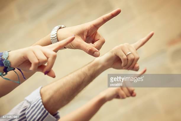 Señalando los dedos