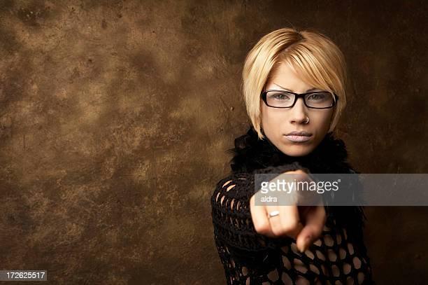 mit dem finger zeigen - aktmodel stock-fotos und bilder