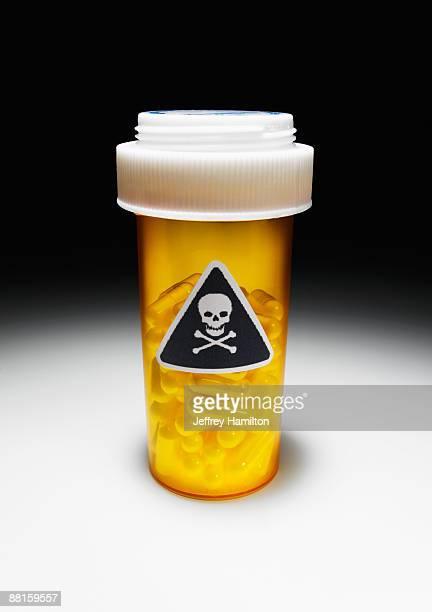 Pilule bouteille de Poison avec motif crâne et os