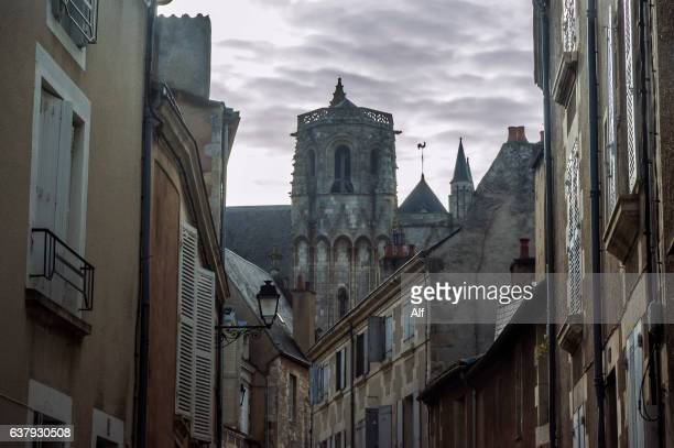 poitier street and  cathedrale st-pierre in the background, poitiers , vienne, france - ポワティエ ストックフォトと画像