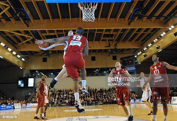 Poitiers' Cedric Gomez tries to score despite Cholet's Kevin Seraphin during their French proA basketball match Poitiers vs Cholet on March 20 2010...
