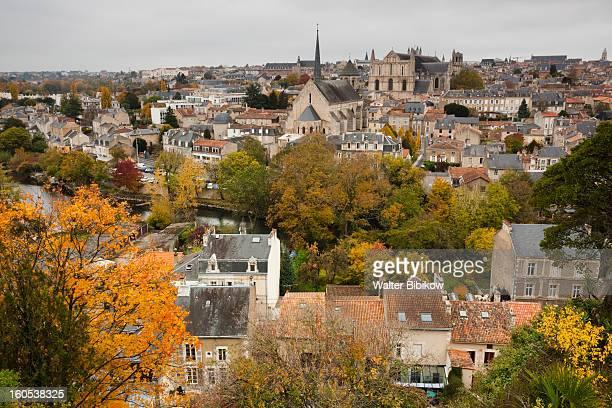 poitiers, poitou-charentes region, town view - ポワティエ ストックフォトと画像