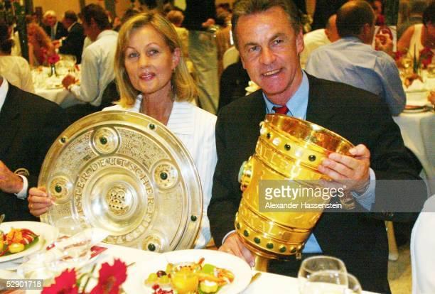 Pokal Finale 2003 Berlin FC Bayern Muenchen 1 FC Kaiserslautern 31 Feier/Bayern Muenchen DFB Pokalsieger 2003 Beatrix HITZFELD Trainer Ottmar HITZFELD