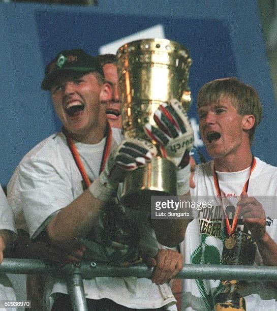 Pokalfinale 98/99 Berlin SV WERDER BREMEN FC BAYERN MUENCHEN 65 nach Elfmeterschiessen Torwart Frank ROST Juri MAXIMOV/Werder