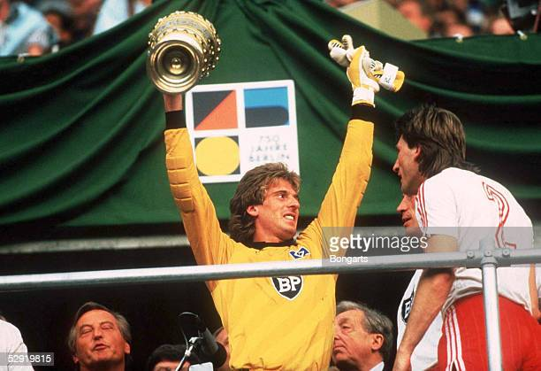 Pokal/HSV Poklsieger 1987 Jubel Torwart Uli STEIN