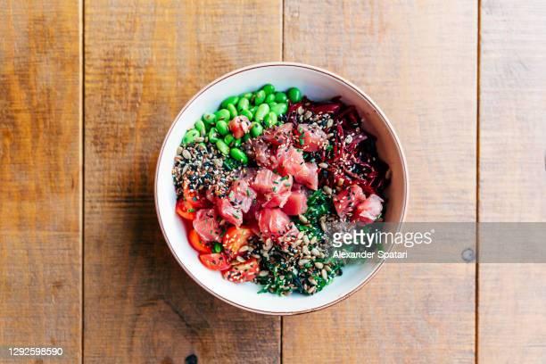 poke bowl with tuna high angle view - prato de soja - fotografias e filmes do acervo