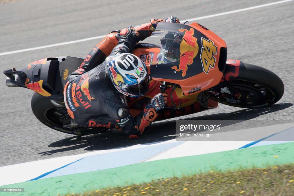 Pol Espargaro of Spain and Red Bull KTM Factory Racing rounds the bend during the MotoGp of Spain - Qualifying at Circuito de Jerez on May 6, 2017 in Jerez de la Frontera, Spain.