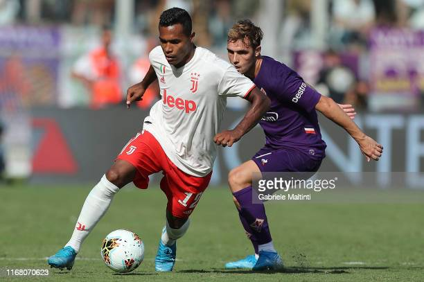Pol Lirola of ACF Fiorentina battles for the ball with Alex Sandro of Juventus during the Serie A match between ACF Fiorentina and Juventus at Stadio...