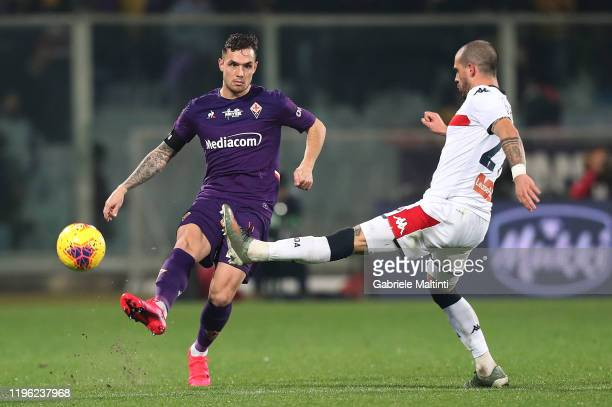 Pol Lirola of ACF Fiorentina in action during the Serie A match between ACF Fiorentina and Genoa CFC at Stadio Artemio Franchi on January 25, 2020 in...
