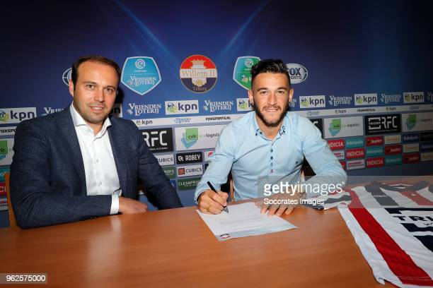 Pol Llonch Puyalto of Willem II signing a contract with Technical Manager Joris Mathijssen of Willem II during the Pol Llonch Puyalto on May 24 2018