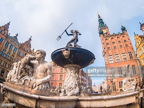 Poland, Gdansk, Dluga street Neptune��s Fountain and town hall