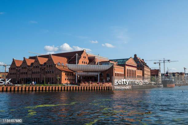 poland, gdansk, hanseatic league houses on the motlawa river - motlawa river stock pictures, royalty-free photos & images