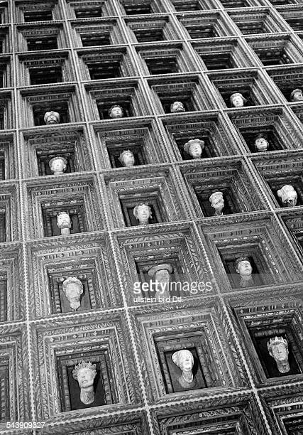 Poland - General Government Krakow : Wawel, Royal castle, coffered ceiling in the workroom of the Governor General Hans Frank - 1942- Photographer:...