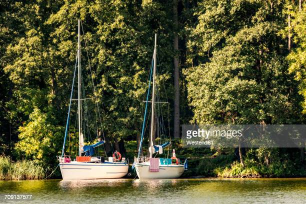 Poland, Masuria, Sailing boats on Lake Niegocin