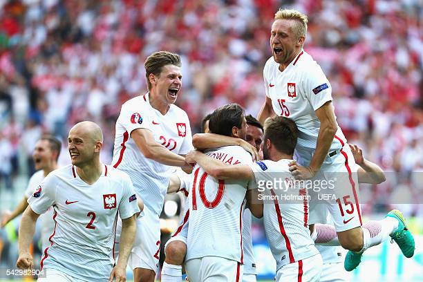 Poland players celebrate their win through the penalty shootout after the UEFA EURO 2016 round of 16 match between Switzerland and Poland at Stade...